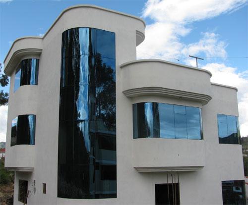 Bienvenido a cobre y vidrio for Fachadas de casas modernas en quito
